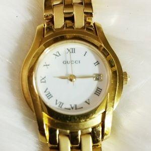 Gucci Womens Gold Roman Numeral Wristwatch 5400L